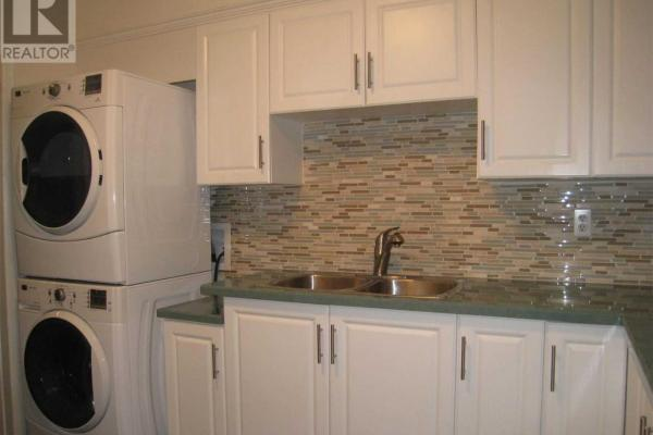 #Top Fl -200 Kenilworth Ave  Toronto for rent