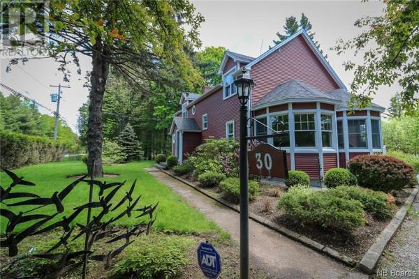 30 Hampton Road  Rothesay for lease