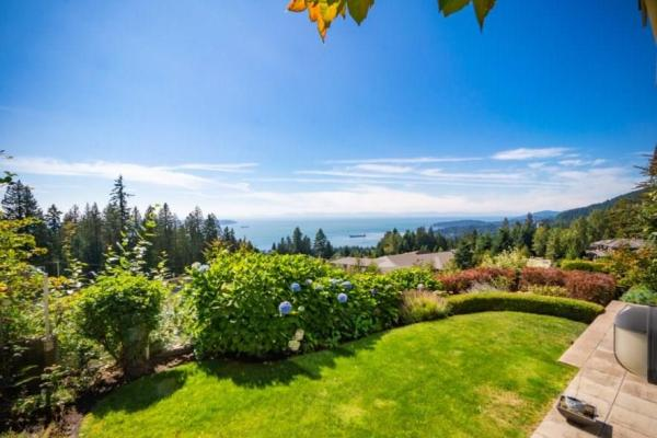 2540 Marr Creek Court  West Vancouver for lease