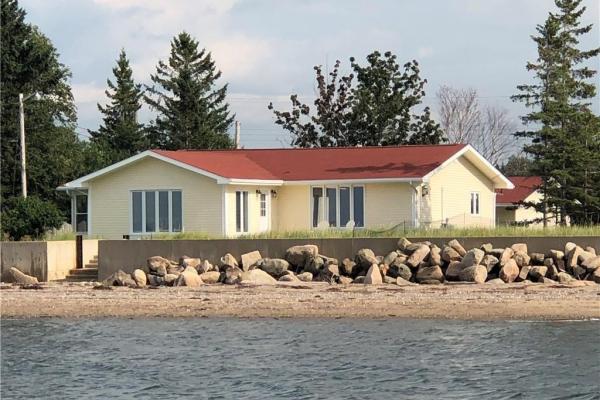 349 Bayshore  Bathurst for lease